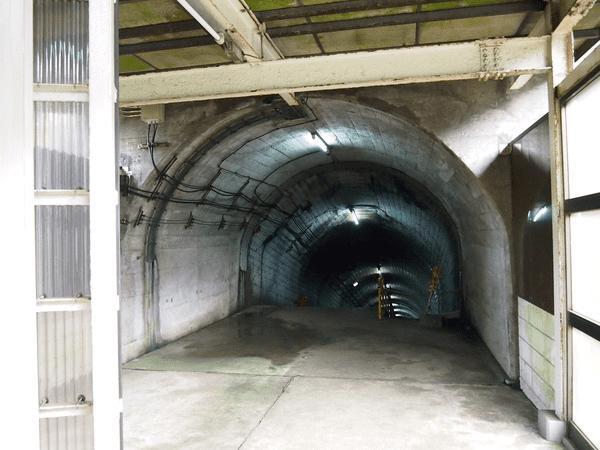 290 шагов. Самая глубокая и пугающая железнодорожная станция в Японии