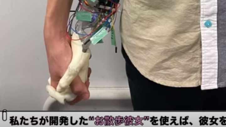 Японские изобретатели создали робота-руку. Подруга для  одиноких отаку.