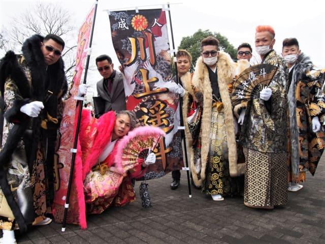 Сэйдзин-но хи 2021: лучшие наряды диких кимоно с празднования Дня совершеннолетия в Китакюсю