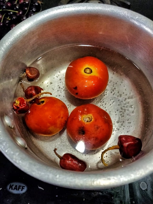 Boil_tomatoes_and_red_chillies