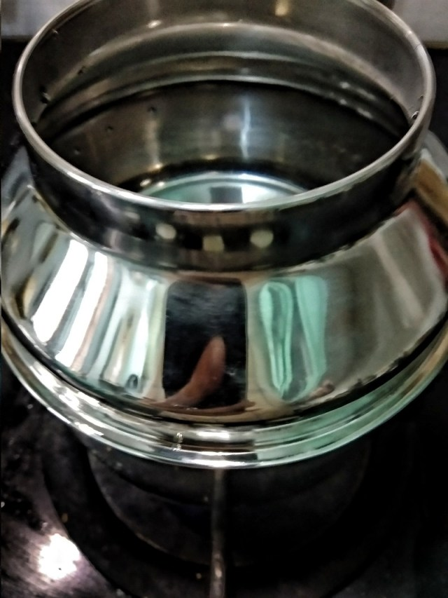 Fill the steamer with water and place on high heat to let it boil