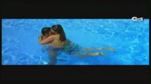 Twinkle's Sensuous Track - Halka Halka Dard Hai - International Khiladi _ HQ - YouTube(3)[12-43-12]