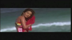 Priyanka Chopra hot in bikini Aitraaz - YouTube(2)[21-18-56]