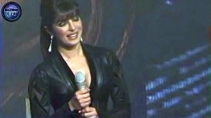 SHOCKING_ Priyanka Chopra shows CLEAVAGE - YouTube[(000126)19-20-13]