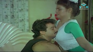 Silk Smitha Romance with Hero in a Song - Play Girls - YouTube[(004420)21-04-56]