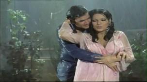 Bheegi Bheegi Raaton Mein - Sexy Bollywood Song - Rajesh Khanna - Ajanabee - YouTube(5)[(005127)20-22-10]