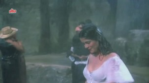 Zeenat Aman, Bandhan Kachchey Dhagon Ka Song - YouTube(4)[20-25-13]