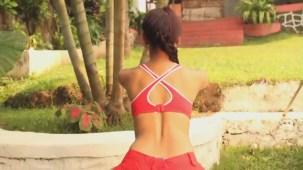 NAUGHTY Vedita Pratap Singh squats on the floor! - Fitness Guru[20-04-21]