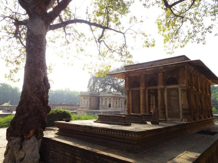 Around Tansen's Tomb