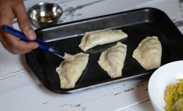 indian-vegetable-puffs-dough-technique-6