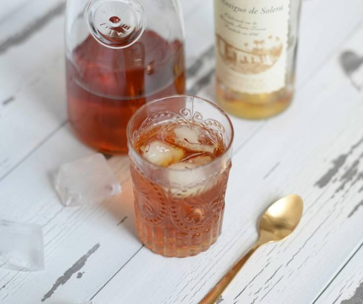 saffron-tea-rum-cocktail