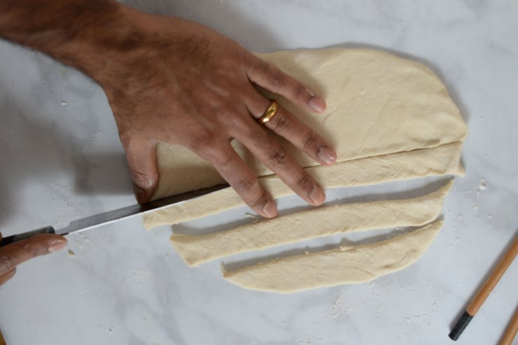 cut-dough-for-noodles