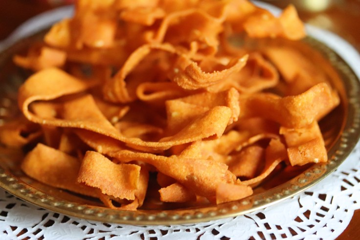 Ribbon Pakoda are one of the most famous South Indian Diwali snack options. They are also called as Ola Pakoda and Nada Thenkuzhal too in Tamil. Crunchy, Gluten Free savoury snack