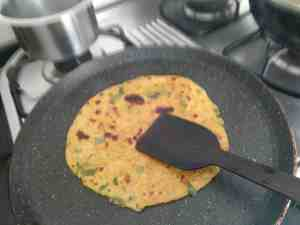Missi Roti Recipe with Step by Step Pics