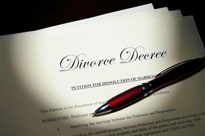 bigstock-Divorce-Pen-7981780