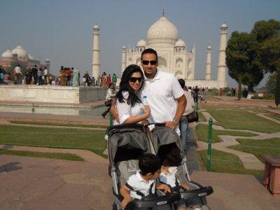 Family Taj Mahal