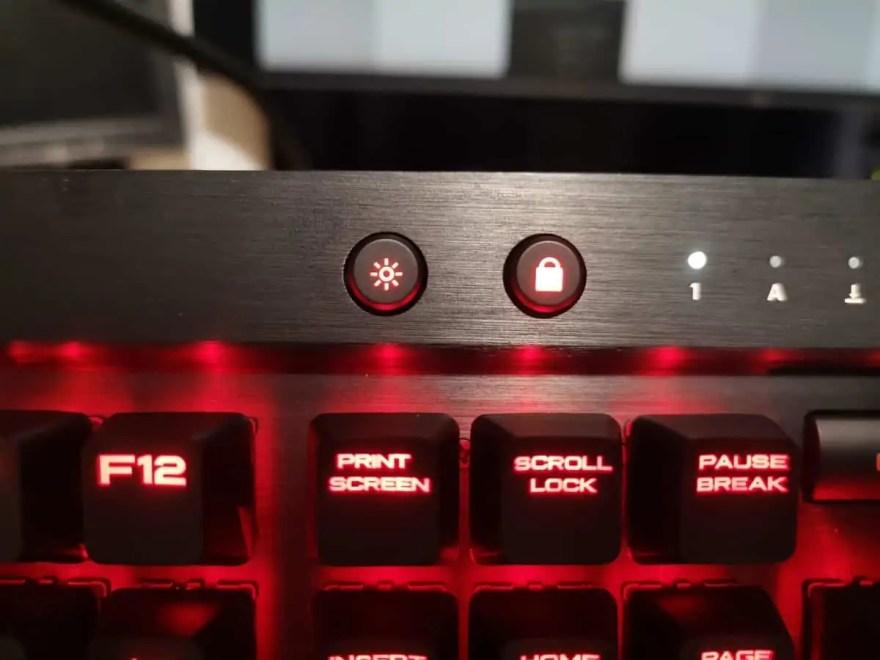 コルセア K70 LUX_ライトボタン