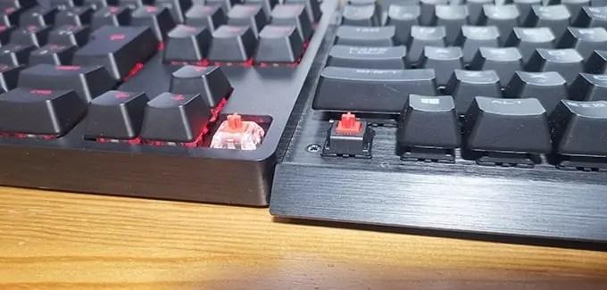 横に並べたGX赤軸とMX赤軸