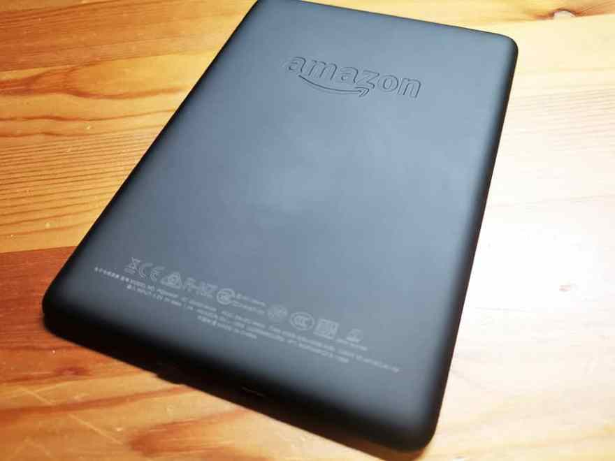 Kindle PaperWhiteの裏面