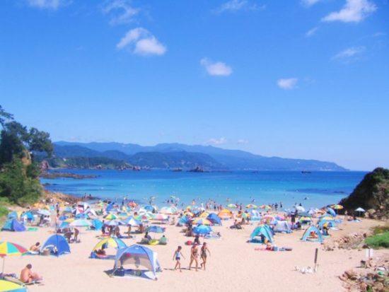 伊豆に住む海水浴客が多くいる海
