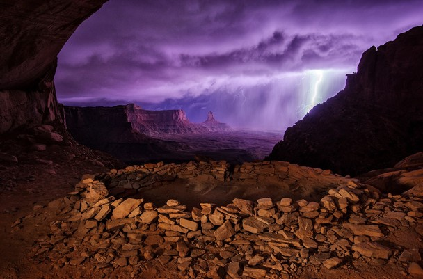 Foto Terbaik Pemenang National Geographic - 01-National-Geographic-Photo-Contest-2013-Thunderstorm-at-False-Kiva
