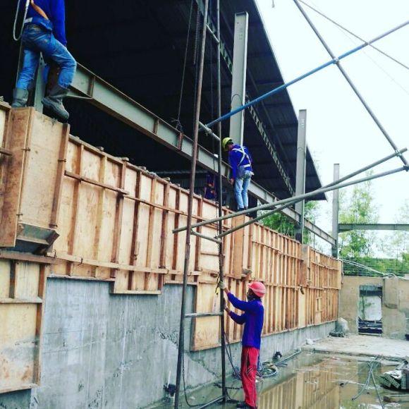Pekerja konstruksi Karawang