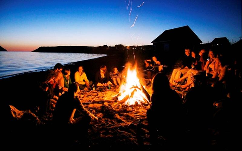 wisata pantai karang jahe rembang berkumpul bersama teman
