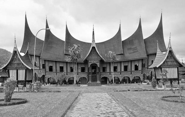 filosofi-rumah-gadang-rumah-adat-minangkabau-dalam falsafah hidup