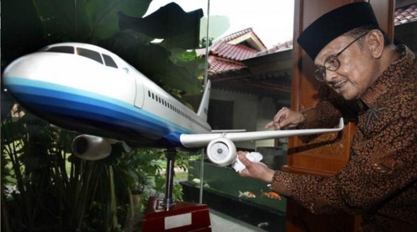 orang-terpintar-di-indonesia saat ini -bj-habibie-dan-pesawat