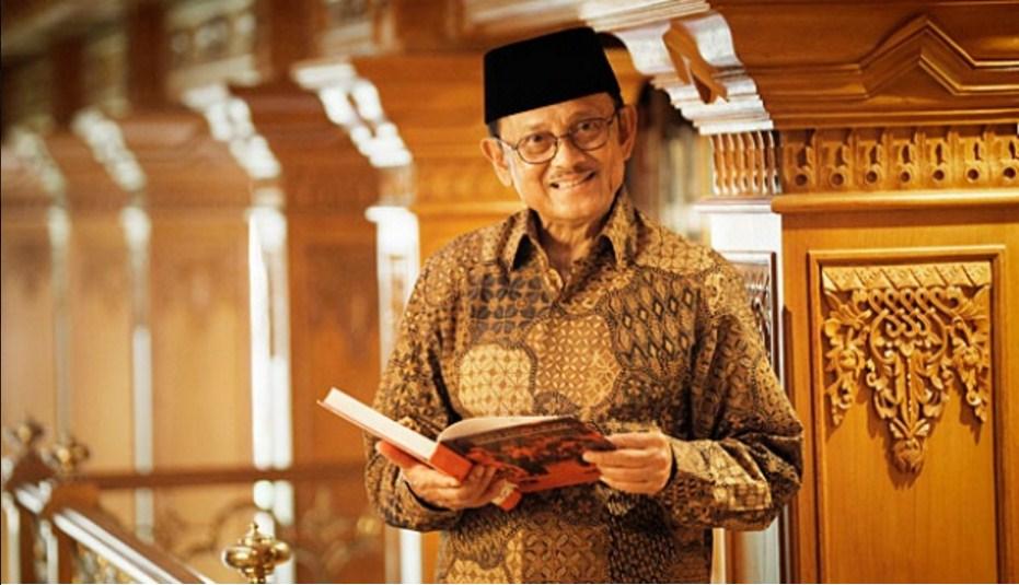 orang-terpintar-di-indonesia-saat ini bj-habibie