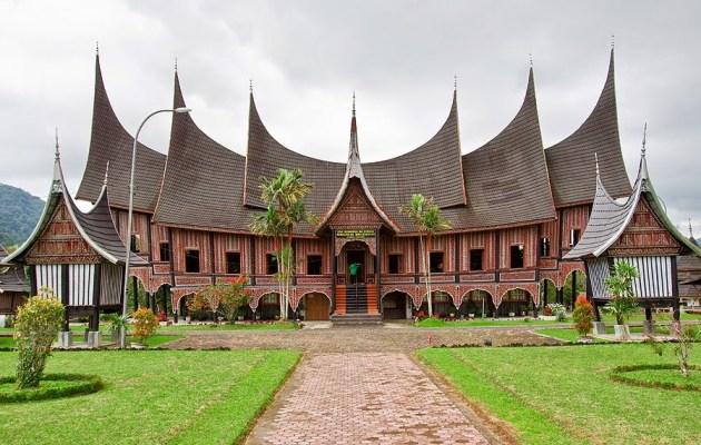 Sejarah Rumah Gadang/Rumah Adat Minangkabau Negeri Sembilan Provinsi Sumatra masbidin.net
