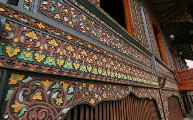 Ukiran Rumah Adat Minangkabau Bagonjong (Rumah Gadang) masbidin.net