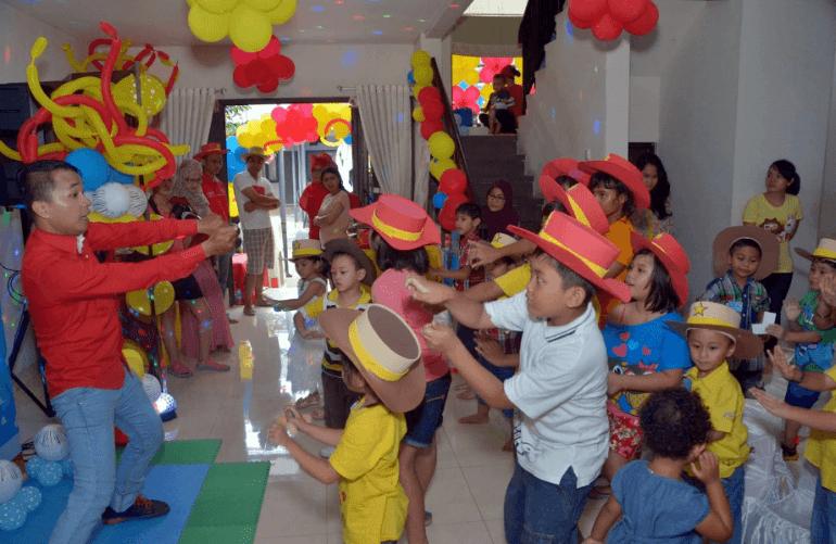 Susunan Acara Ulang Tahun: Acara Permainan dengan MC