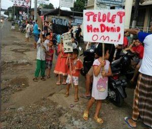 """Inilah Hobi Unik Anak-anak Indonesia yang Menggemparkan Netizen Dunia!!! """"Om Telolet Om"""""""