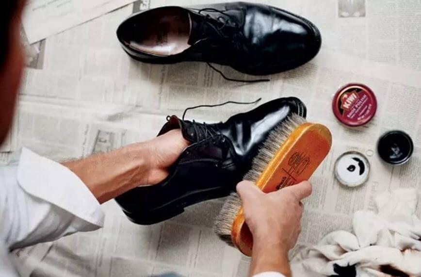 5 Cara Merawat dan Membersihkan Sepatu Kulit Sintetis Warna Coklat f220fb69dc