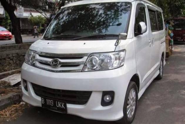 Mobil Luxio Travel Jogja Surabaya Malang Solo yang bagus murah