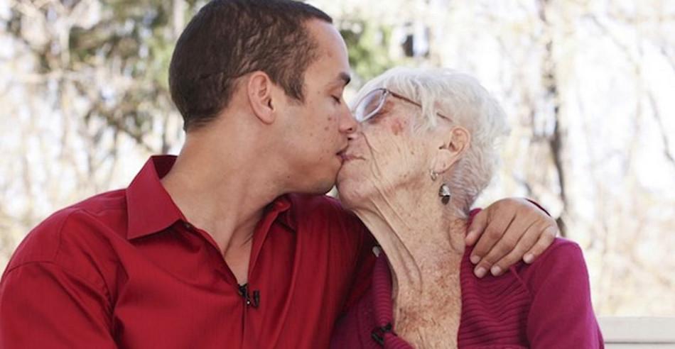пожилые полные женщины и молодые ребята - 13