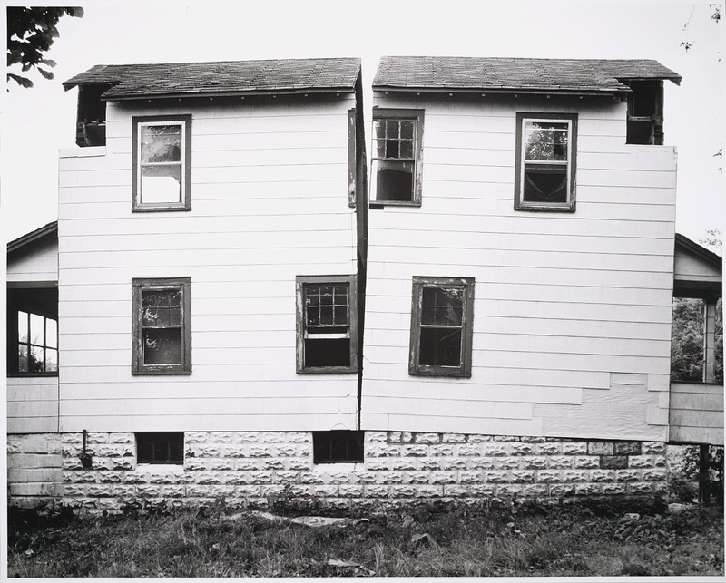 Gordon Matta-Clark. Splitting, 1973