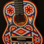 """Guitarra expuesta en la exposición """"Música para un mundo mejor"""" exhibida en China. Foto: Notimex"""
