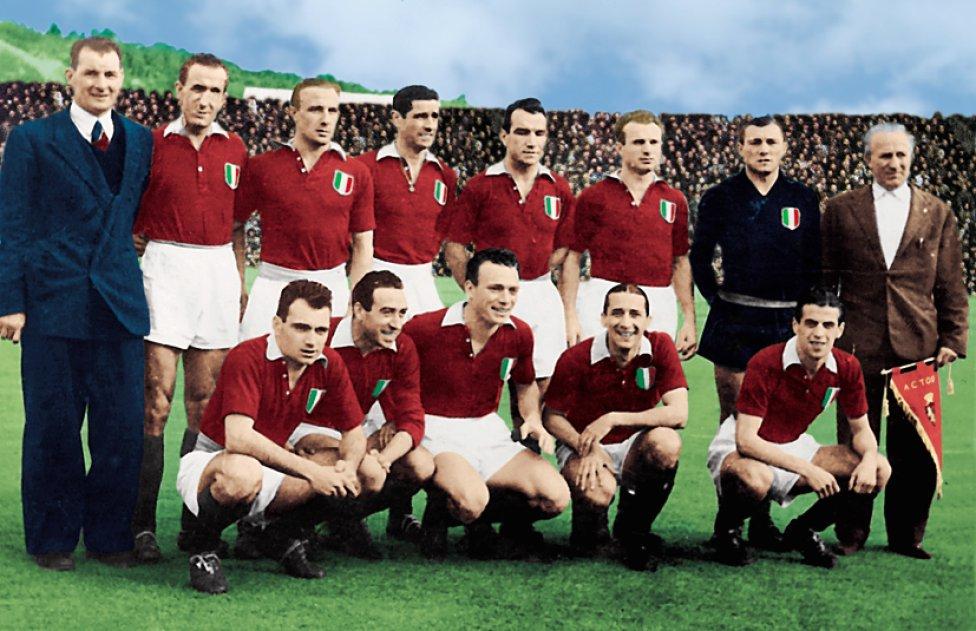 El 4 de mayo de 1949, el avión que trasladaba al Torino después de disputar un partido en Lisboa ante el Benfica se estrelló a causa de la niebla contra el muro de la basílica de Superga. El impacto dejó 31 muertos, la mayoría de ellos jugadores del Torino y miembros de la directiva del equipo. También periodistas que acompañaban al equipo. No hubo supervivientes en el accidente.