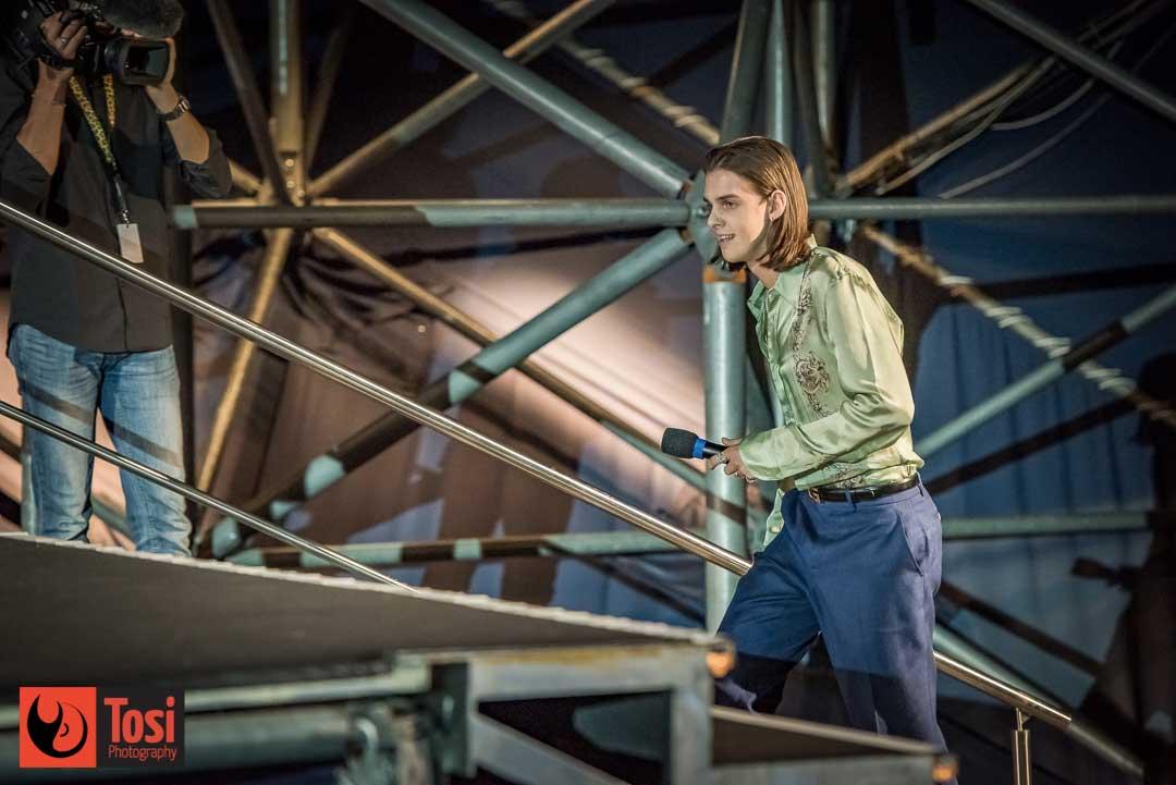 Earl Cave sale sul palco di Piazza Grande © Tosi Photography