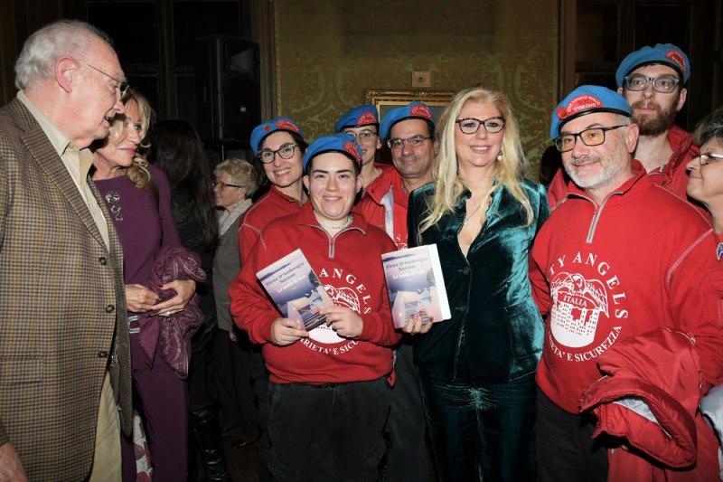Elena d'Ambrogio Navone coi City Angels durante la presentazione del romanzo Le notti di Kos. Photo credit: Nick Zonna