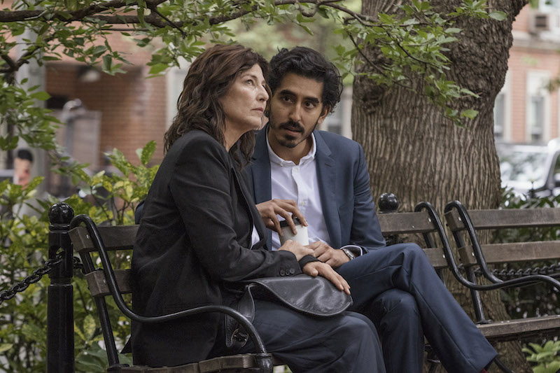 Catherine Keener e Dev Patel in Modern Love. Photo: Amazon Prime Video