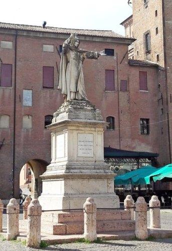 Ferrara, monumento a Savonarola. Photo: Sarah Pellizzari Rabolini.
