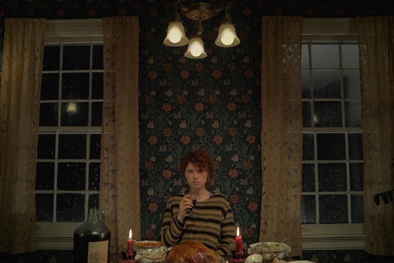Jessie Buckley in una scena dal film Sto pensando di finirla qui. Cr. Mary Cybulski/NETFLIX © 2020