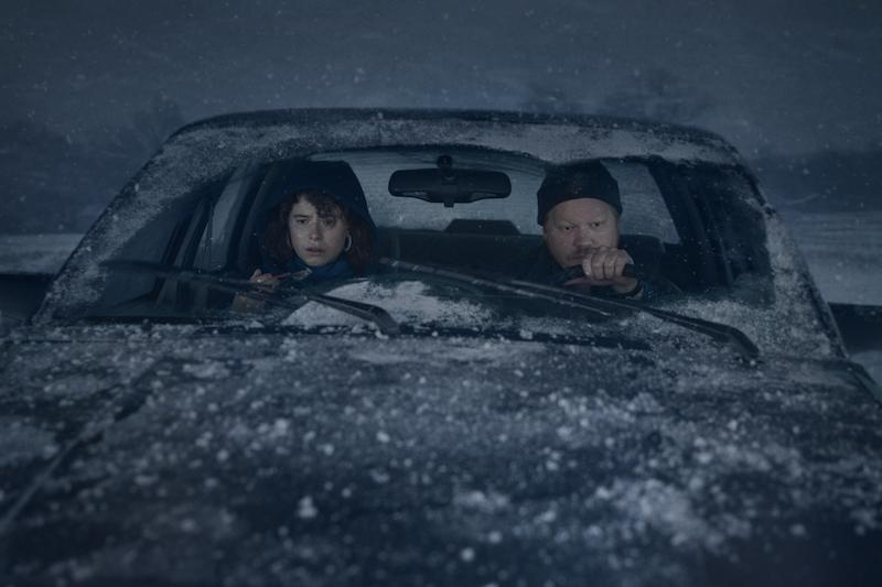 Jessie Buckley e Jesse Plemons in una scena del film Sto pensando di finirla qui. Cr. Mary Cybulski/NETFLIX © 2020