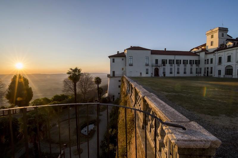 SERE FAI D'ESTATE. Castello e Parco di Masino (TO) al tramonto. Foto: Gabriele Basilico, 2017 © FAI - Fondo Ambiente Italiano.