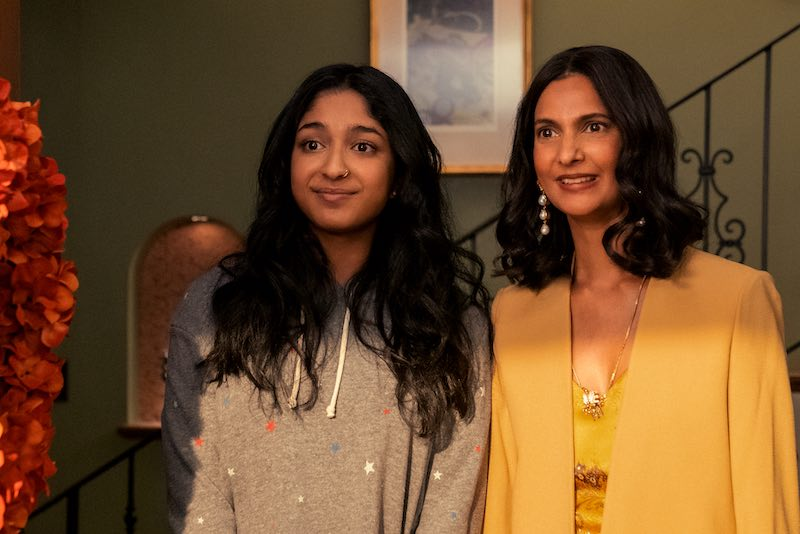 Maitreyi RAMAKRISHNAN è DEVI e Poorna JAGANNATHAN è NALINI nell'episodio 7 della stagione 2 della serie NON HO MAI Cr. Isabella B. Vosmikova/ Netflix © 2021.