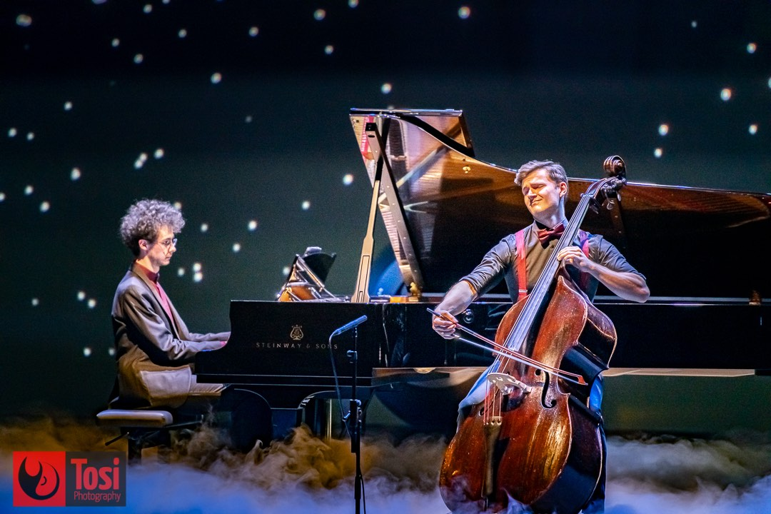 Can Çakmur and Dominic Wagner performing on stage © Tosi Photography