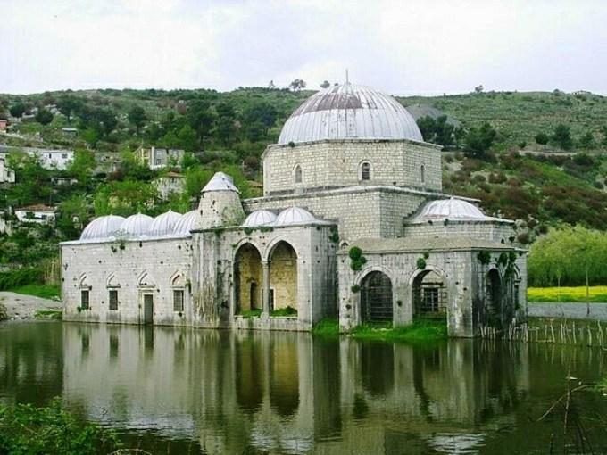 Masjid Lead yang Berada di Scutari, Albania